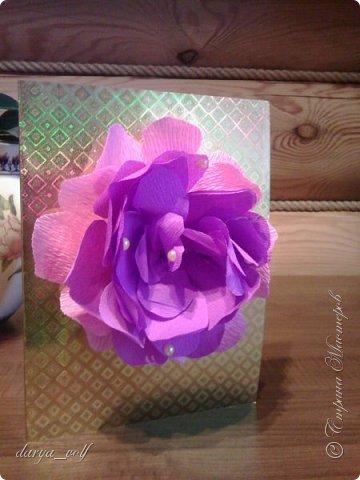 У меня накопилось несколько работ с цветами из гофрированной бумаги :) Так что делюсь с вами фото 7