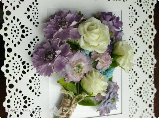 Приветствую всех жителей страны! Слепились у меня  на заказ два  букетика полевых цветов. Немного об истории этого заказа. Одна чудесная женщина попросила меня слепить два букетика из любимых полевых цветов для своей старенькой мамы. Ее мама выращивала их в своем саду. Я получила список любимых цветочков  и просьбу выполнить два букета в разных цветовых гаммах. Скажу честно,я долго собиралась с духом,чтобы начать эту работу. Изучила много фото полевых цветов и мастер- классов. И так,как мне очень хотелось порадовать пожилую женщину, я взялась за этот заказ и постаралась вложить в него всю теплоту и любовь,какую я испытываю к своим мамочке и бабушке,зная,что эти букетики призваны пробудить добрые воспоминания и переживания! И надо сказать,что я сама получила колоссальное удовольствия,создавая и собирая эти букетики. Я слепила практически все цветочки из списка,кроме одного) Вот такой у меня случился опыт:) фото 6