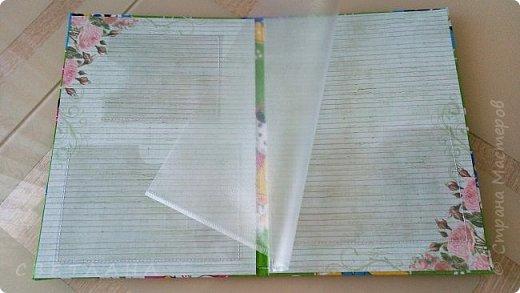 Очень удобные  папки для детских  документов. СНИЛС, св-во о рождении,  сертификат прививок,  полис  и   др. нужные  бумажки  все в одном  месте, в красивой и практичной папочке.  Мягкая  обложка   -   переплетный картон + синтепон + х/б ткань.  Закрывается на резиночку,  закрепленную  люверсами. фото 2