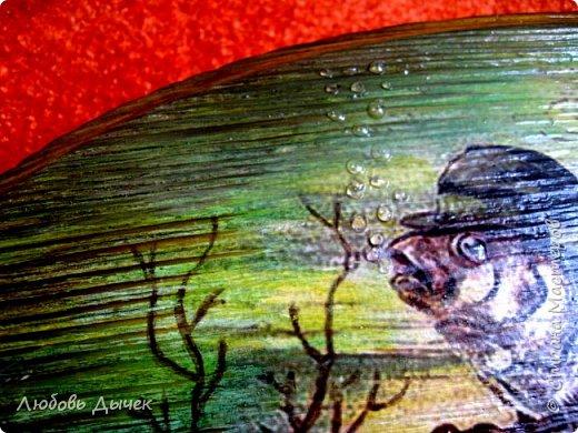 Всем доброго времени суток. Моя очередная работа выполнена на брашированной поверхности дерева. Размер деревянной заготовки 25х12 см. Для работы использована распечатка на лазерном принтере,акриловые краски, акриловый глянцевый лак. фото 5
