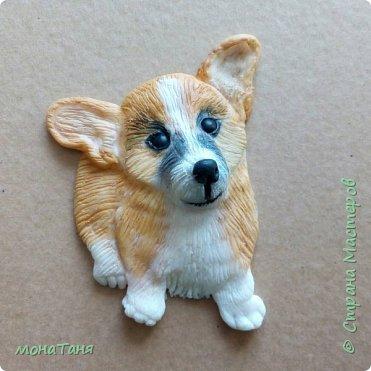Добрый день! Сегодня я к Вам с собаками. Новая чашка декорированная полимерной глиной.  Очень понравился шоколадный хаски,  его и попробовала изобразить. Лепила собак по фото.  фото 6