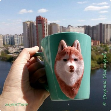 Добрый день! Сегодня я к Вам с собаками. Новая чашка декорированная полимерной глиной.  Очень понравился шоколадный хаски,  его и попробовала изобразить. Лепила собак по фото.  фото 4