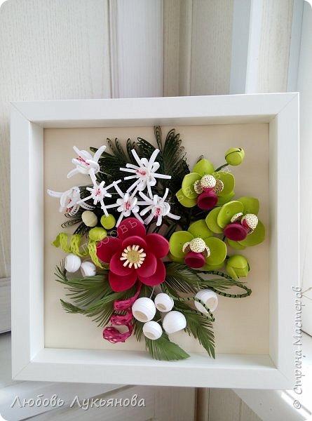Здравствуйте дорогие мои друзья! Сегодня я хочу показать вам мою очередную работу, в которой использовала новые цветочки. Очень хотелось сделать яркую композицию, думаю, что мне это удалось Работа в рамке  IKEA 25х25, размер работы 23х23, для работы использованы корейские полоски 2 и 3мм  фото 14