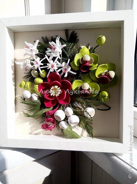 Здравствуйте дорогие мои друзья! Сегодня я хочу показать вам мою очередную работу, в которой использовала новые цветочки. Очень хотелось сделать яркую композицию, думаю, что мне это удалось Работа в рамке  IKEA 25х25, размер работы 23х23, для работы использованы корейские полоски 2 и 3мм  фото 4