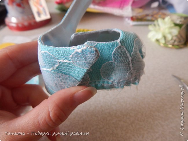 Представляю вам МК -  обувь для кукол. МК делаю впервые, попробую описать все более подробней...Для работы нам понадобиться: горячий клей, картон плотный, фоамиран,(вместо него можно использовать кожу или фетр) ткань хлопковая для внутренней части, шифон, гипюр,дублерин  или флизелин.  фото 11