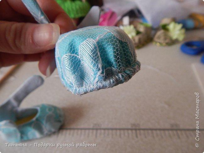 Представляю вам МК -  обувь для кукол. МК делаю впервые, попробую описать все более подробней...Для работы нам понадобиться: горячий клей, картон плотный, фоамиран,(вместо него можно использовать кожу или фетр) ткань хлопковая для внутренней части, шифон, гипюр,дублерин  или флизелин.  фото 17