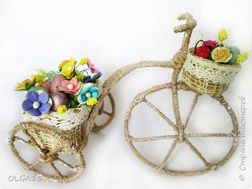 Здравствуйте, друзья! Маленький декоративный велосипедик из проволоки и шпагата, с пасхальной корзиной и яйцами из соленого теста. фото 5
