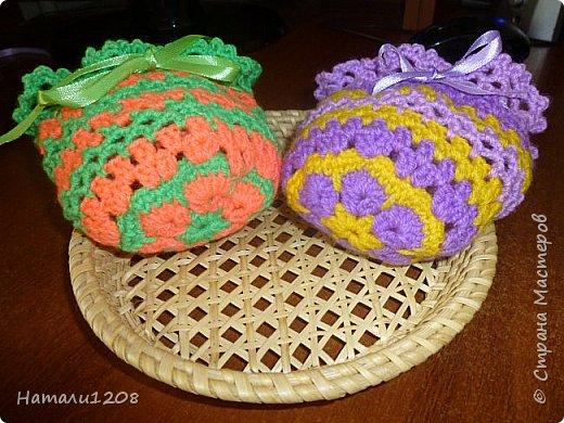 Сумочки-мешочки для подарков. Использовала материалы сайта: http://stranahandmade.net/vyazanie-kryuchkom/sumochka-dlya-devochki-kryuchkom фото 5