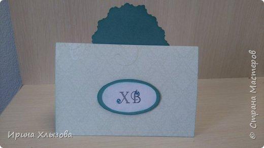 Очень хотелось что то сделать новое к Пасхе. И вот получились такие открыточки. Вначале нашла красивую вытынанку пасхального яйца. А уж потом родились открытки. Использовала картон, бумагу для скрапа, кружева, упаковочную ленту, стразы.   фото 3