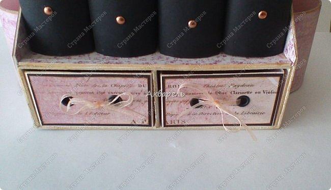 Органайзер номер два, был еще и третий чисто розовый, но не сфотографировала. Это для дочки. Сделала по ее желанию и вкусу. Мне кажется, удачное сочетание цвета и бумаги. Назвали его «балет». На изделие пошел картон пивной 1,5мм толщина, несколько листов скрапбумаги и бумага двусторонняя, клей. Клей использую UHU, хороший клей. фото 9