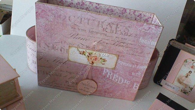 Органайзер номер два, был еще и третий чисто розовый, но не сфотографировала. Это для дочки. Сделала по ее желанию и вкусу. Мне кажется, удачное сочетание цвета и бумаги. Назвали его «балет». На изделие пошел картон пивной 1,5мм толщина, несколько листов скрапбумаги и бумага двусторонняя, клей. Клей использую UHU, хороший клей. фото 17