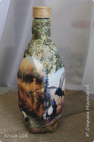 Доброго всем вечера. Бутылочка на заказ для охотника. Распечатки, подрисовка, листочки сверху бутылки из легкой массы Фимо, приклеивала на ПВА, затем тонировала красками. фото 1