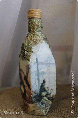 Доброго всем вечера. Бутылочка на заказ для охотника. Распечатки, подрисовка, листочки сверху бутылки из легкой массы Фимо, приклеивала на ПВА, затем тонировала красками. фото 2