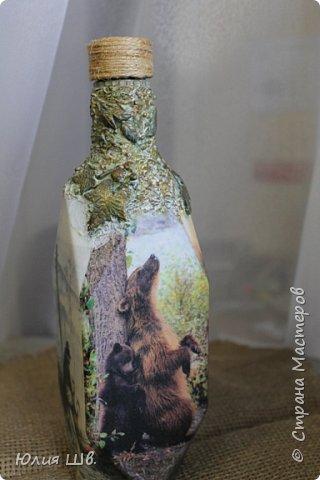 Доброго всем вечера. Бутылочка на заказ для охотника. Распечатки, подрисовка, листочки сверху бутылки из легкой массы Фимо, приклеивала на ПВА, затем тонировала красками. фото 3