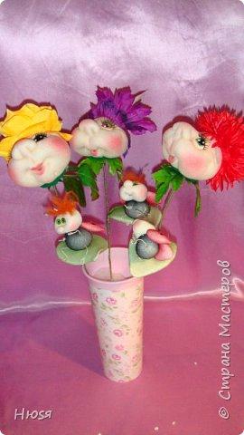 """Композиция:"""" Цветок Счастья"""".Техника: скульптурный текстиль.  Материал: капрон, синтепон и хорошее настроение. Высота: 40 см.  фото 2"""