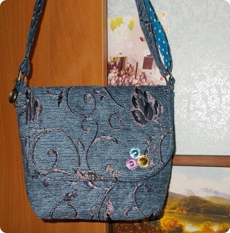 Вот такую сумочку на длинной ручке (регулируемой) сшила для юной леди. Ткань мебельная. фото 1