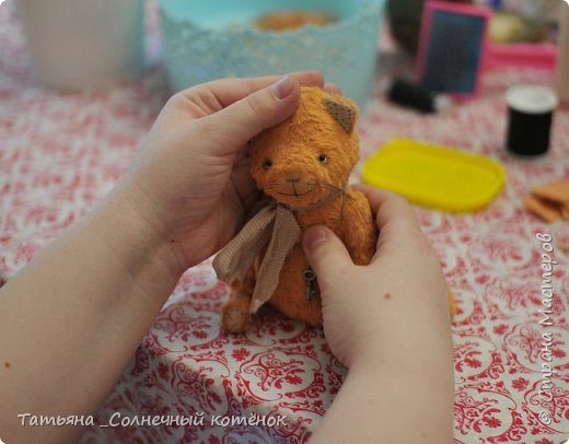 Хоть котёнок и чумаз, да потрёпан, его хочется обнять, погладить и почесать за ушком)))  фото 3