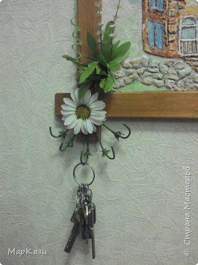 Давно хотела изготовить ключницу, так как ключи постоянно где то валялись, и порой трудно их было найти... Вот что получилось. Возможно что нибудь доделаю... фото 4