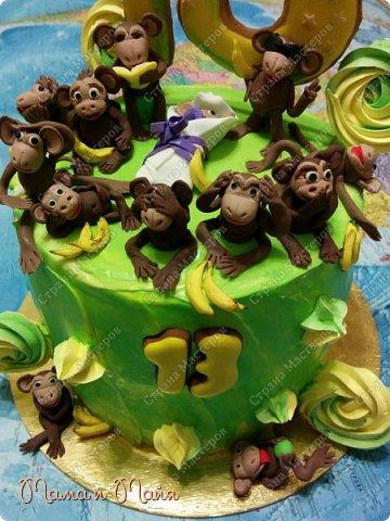ДД! Представляю вашему вниманию торт Сникерс. Он, конечно, очень сильно замаскирован и так сразу не скажешь, но я отвечаю! В подтверждение смотрим следующее фото))) фото 4