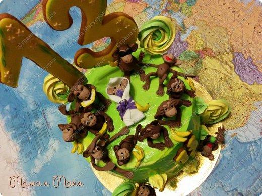 ДД! Представляю вашему вниманию торт Сникерс. Он, конечно, очень сильно замаскирован и так сразу не скажешь, но я отвечаю! В подтверждение смотрим следующее фото))) фото 5