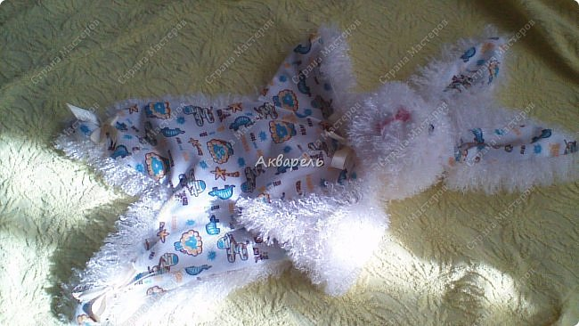 Зайка-засыпайка, уютная и комфортная игрушка для малышей. Тельце не набивается наполнителем, только лапки. Голова с наполнителем. Мордочка вышита нитками, уж как получилась. Для малышей нельзя всякие бусинки и пуговки. фото 1