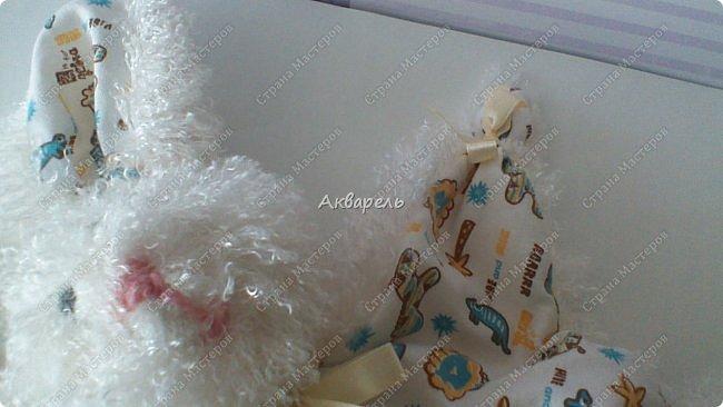 Зайка-засыпайка, уютная и комфортная игрушка для малышей. Тельце не набивается наполнителем, только лапки. Голова с наполнителем. Мордочка вышита нитками, уж как получилась. Для малышей нельзя всякие бусинки и пуговки. фото 7