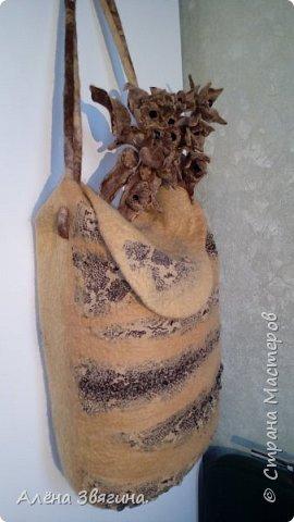 Цельновалянная сумка с брошью пион. фото 4