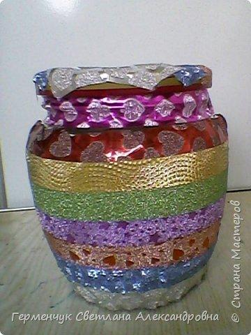 Карандашница  выполнена из стеклянной банки и декоративного скотча фото 3