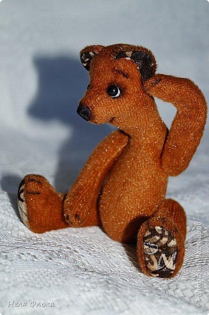 Миша Потап. Игрушка ростом около 15 см (стоя), сшита из меха с коротким ворсом, носик из натуральной кожи, лапки подвижны, одежда снимается. фото 4