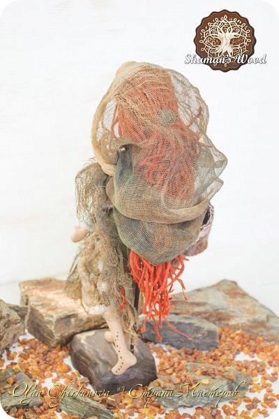 Инопланетянка с Рыжей планеты по имени Ильсилирия. Руки, ноги частично на шарнирах. Капюшон снимается. В сумке - письма, карты, баночки с различным наполнением. Высота 40 см фото 5