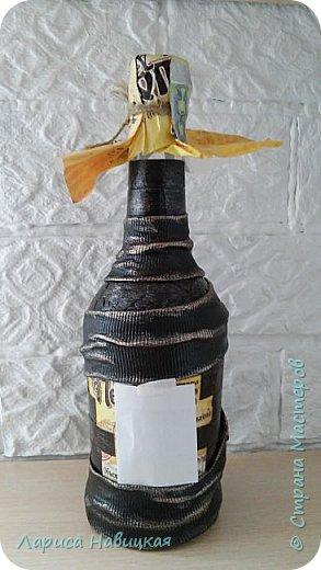 Оформила бутылку горячительного напитка к дню рождения брату. Ткань,яичная скорлупа,кирпичики из картона,краска ,лак. фото 3