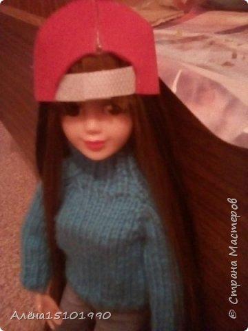 Привет всем жителям Страны Мастеров!  Помните,я показывала свою новенькую Милашку.так вот у неё страшно лезли волосы и я решила прошить голову трессами. Сказать легко,а сделать-нереально. У куклы оказалась огромная дырка в голове и,поскольку она была уже лысая-решили хоть парик сделать.  фото 4