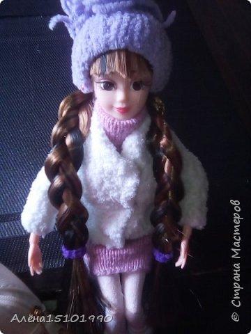 Привет всем жителям Страны Мастеров!  Помните,я показывала свою новенькую Милашку.так вот у неё страшно лезли волосы и я решила прошить голову трессами. Сказать легко,а сделать-нереально. У куклы оказалась огромная дырка в голове и,поскольку она была уже лысая-решили хоть парик сделать.  фото 6
