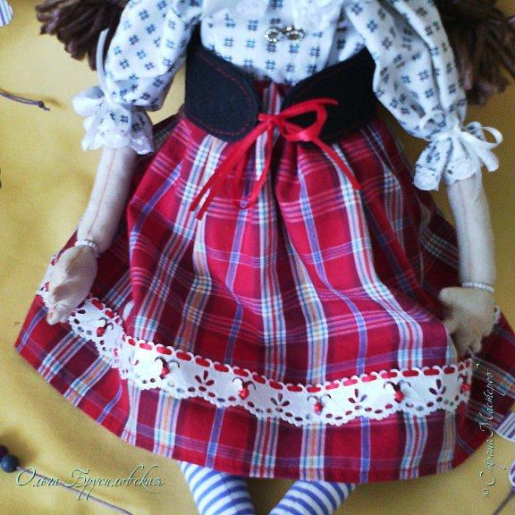 """Привет всем в СМ!!! После большого перерыва я снова здесь!!! И снова с куклами! Все куклы сшиты по МК светланы Хачиной. С каждой новой куклой по этому МК я что-то меняю, что-то привношу свое...  Эту серию кукол я назвала """"Куклы-подружки"""". Назвала так не потому,  что и эти две, и две другие куклехи (фото ниже) сидят, взявшись за ручки, как подружки, а потому, что хочется, чтобы они стали подружками для своих новых хозяек. Пока шью своих кукол, влюбляюсь в них...  Потом тяжело с ними расстаюсь... Ведь они для меня живые, и хочется, чтобы им было хорошо... фото 7"""