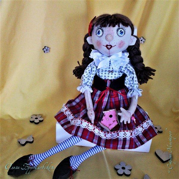 """Привет всем в СМ!!! После большого перерыва я снова здесь!!! И снова с куклами! Все куклы сшиты по МК светланы Хачиной. С каждой новой куклой по этому МК я что-то меняю, что-то привношу свое...  Эту серию кукол я назвала """"Куклы-подружки"""". Назвала так не потому,  что и эти две, и две другие куклехи (фото ниже) сидят, взявшись за ручки, как подружки, а потому, что хочется, чтобы они стали подружками для своих новых хозяек. Пока шью своих кукол, влюбляюсь в них...  Потом тяжело с ними расстаюсь... Ведь они для меня живые, и хочется, чтобы им было хорошо... фото 4"""