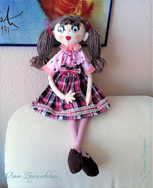 """Привет всем в СМ!!! После большого перерыва я снова здесь!!! И снова с куклами! Все куклы сшиты по МК светланы Хачиной. С каждой новой куклой по этому МК я что-то меняю, что-то привношу свое...  Эту серию кукол я назвала """"Куклы-подружки"""". Назвала так не потому,  что и эти две, и две другие куклехи (фото ниже) сидят, взявшись за ручки, как подружки, а потому, что хочется, чтобы они стали подружками для своих новых хозяек. Пока шью своих кукол, влюбляюсь в них...  Потом тяжело с ними расстаюсь... Ведь они для меня живые, и хочется, чтобы им было хорошо... фото 2"""