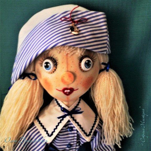 """Привет всем в СМ!!! После большого перерыва я снова здесь!!! И снова с куклами! Все куклы сшиты по МК светланы Хачиной. С каждой новой куклой по этому МК я что-то меняю, что-то привношу свое...  Эту серию кукол я назвала """"Куклы-подружки"""". Назвала так не потому,  что и эти две, и две другие куклехи (фото ниже) сидят, взявшись за ручки, как подружки, а потому, что хочется, чтобы они стали подружками для своих новых хозяек. Пока шью своих кукол, влюбляюсь в них...  Потом тяжело с ними расстаюсь... Ведь они для меня живые, и хочется, чтобы им было хорошо... фото 12"""