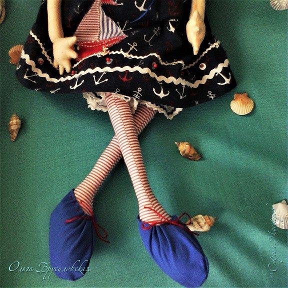 """Привет всем в СМ!!! После большого перерыва я снова здесь!!! И снова с куклами! Все куклы сшиты по МК светланы Хачиной. С каждой новой куклой по этому МК я что-то меняю, что-то привношу свое...  Эту серию кукол я назвала """"Куклы-подружки"""". Назвала так не потому,  что и эти две, и две другие куклехи (фото ниже) сидят, взявшись за ручки, как подружки, а потому, что хочется, чтобы они стали подружками для своих новых хозяек. Пока шью своих кукол, влюбляюсь в них...  Потом тяжело с ними расстаюсь... Ведь они для меня живые, и хочется, чтобы им было хорошо... фото 11"""