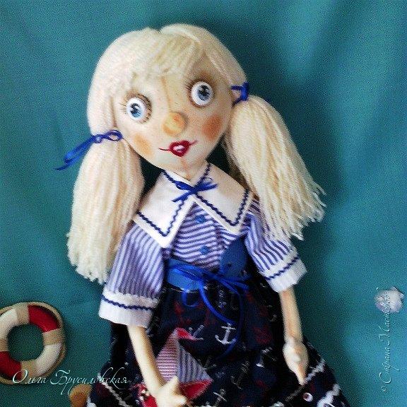 """Привет всем в СМ!!! После большого перерыва я снова здесь!!! И снова с куклами! Все куклы сшиты по МК светланы Хачиной. С каждой новой куклой по этому МК я что-то меняю, что-то привношу свое...  Эту серию кукол я назвала """"Куклы-подружки"""". Назвала так не потому,  что и эти две, и две другие куклехи (фото ниже) сидят, взявшись за ручки, как подружки, а потому, что хочется, чтобы они стали подружками для своих новых хозяек. Пока шью своих кукол, влюбляюсь в них...  Потом тяжело с ними расстаюсь... Ведь они для меня живые, и хочется, чтобы им было хорошо... фото 10"""