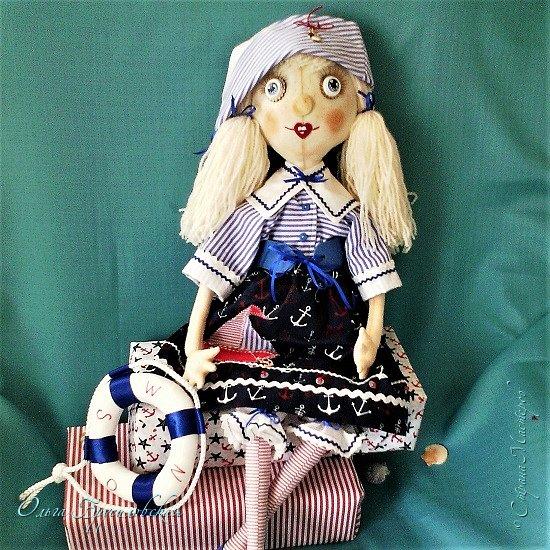 """Привет всем в СМ!!! После большого перерыва я снова здесь!!! И снова с куклами! Все куклы сшиты по МК светланы Хачиной. С каждой новой куклой по этому МК я что-то меняю, что-то привношу свое...  Эту серию кукол я назвала """"Куклы-подружки"""". Назвала так не потому,  что и эти две, и две другие куклехи (фото ниже) сидят, взявшись за ручки, как подружки, а потому, что хочется, чтобы они стали подружками для своих новых хозяек. Пока шью своих кукол, влюбляюсь в них...  Потом тяжело с ними расстаюсь... Ведь они для меня живые, и хочется, чтобы им было хорошо... фото 9"""