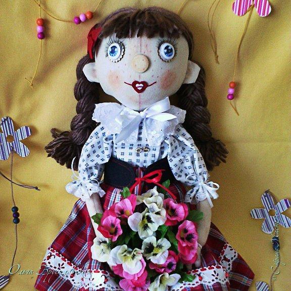 """Привет всем в СМ!!! После большого перерыва я снова здесь!!! И снова с куклами! Все куклы сшиты по МК светланы Хачиной. С каждой новой куклой по этому МК я что-то меняю, что-то привношу свое...  Эту серию кукол я назвала """"Куклы-подружки"""". Назвала так не потому,  что и эти две, и две другие куклехи (фото ниже) сидят, взявшись за ручки, как подружки, а потому, что хочется, чтобы они стали подружками для своих новых хозяек. Пока шью своих кукол, влюбляюсь в них...  Потом тяжело с ними расстаюсь... Ведь они для меня живые, и хочется, чтобы им было хорошо... фото 6"""