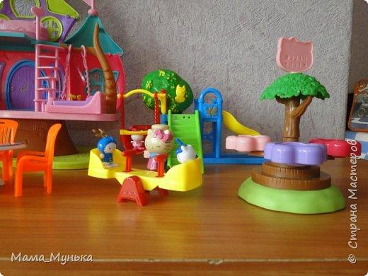 У меня двое маленьких детей. И мальчик, и девочка любят играть в куклы. Я рассказывала однажды, как подбирала мебель для куклят. Мебелью они давно играют охотно, Количество её  уже хорошо убавиллось, А вот куклят два года назад забраковали. В мебели стали жить мама-киска и три котёнка - Сева, Ваня и Даша. фото 2