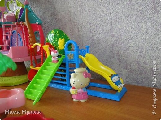 У меня двое маленьких детей. И мальчик, и девочка любят играть в куклы. Я рассказывала однажды, как подбирала мебель для куклят. Мебелью они давно играют охотно, Количество её  уже хорошо убавиллось, А вот куклят два года назад забраковали. В мебели стали жить мама-киска и три котёнка - Сева, Ваня и Даша. фото 3