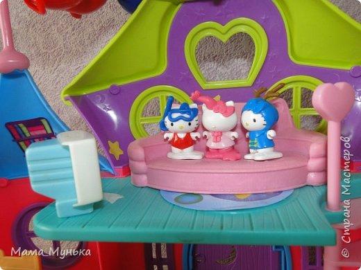 У меня двое маленьких детей. И мальчик, и девочка любят играть в куклы. Я рассказывала однажды, как подбирала мебель для куклят. Мебелью они давно играют охотно, Количество её  уже хорошо убавиллось, А вот куклят два года назад забраковали. В мебели стали жить мама-киска и три котёнка - Сева, Ваня и Даша. фото 5