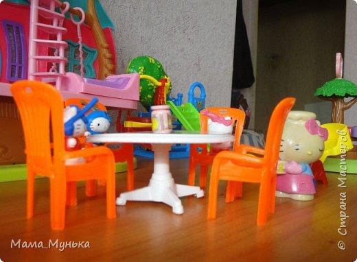 У меня двое маленьких детей. И мальчик, и девочка любят играть в куклы. Я рассказывала однажды, как подбирала мебель для куклят. Мебелью они давно играют охотно, Количество её  уже хорошо убавиллось, А вот куклят два года назад забраковали. В мебели стали жить мама-киска и три котёнка - Сева, Ваня и Даша. фото 8