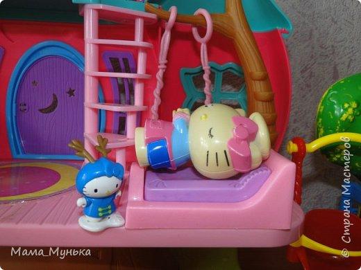 У меня двое маленьких детей. И мальчик, и девочка любят играть в куклы. Я рассказывала однажды, как подбирала мебель для куклят. Мебелью они давно играют охотно, Количество её  уже хорошо убавиллось, А вот куклят два года назад забраковали. В мебели стали жить мама-киска и три котёнка - Сева, Ваня и Даша. фото 7