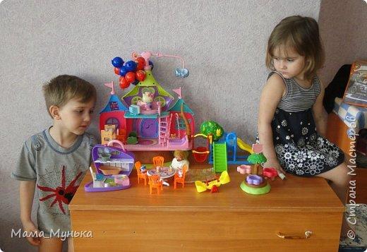 У меня двое маленьких детей. И мальчик, и девочка любят играть в куклы. Я рассказывала однажды, как подбирала мебель для куклят. Мебелью они давно играют охотно, Количество её  уже хорошо убавиллось, А вот куклят два года назад забраковали. В мебели стали жить мама-киска и три котёнка - Сева, Ваня и Даша. фото 11