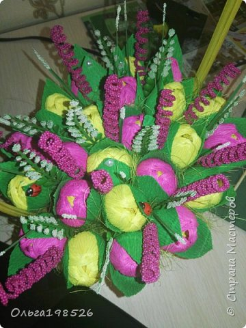 Корзина с тюльпанами и конфетами фото 1