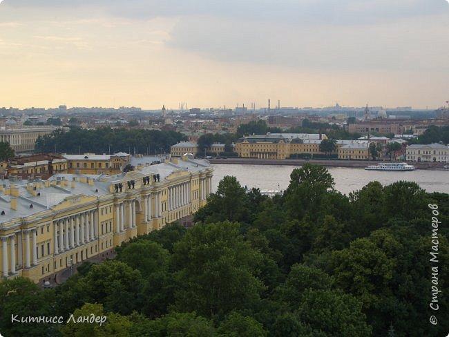Добрый вечер, жители замечательной Страны Мастеров! Я продолжаю, как и обещала, потихоньку выкладывать в блог все то, что нарисовалось-нашилось-наклеилось-напридумывалось за долгий период отсутствия. На этот раз покажу вам маленький плод кропотливых трудов - новенькую закладку для книги (все остальные мои мне уже, видимо, надоели))) с видом разводных мостов Санкт-Петербурга. Нарисовано все черными гелевыми ручками в виде мелких точек, штрихов и линий. Считая вместе с эскизом и оборотной частью, корпела я над ней часа полтора, не меньше.  И осталась счастлива! Теперь у меня есть мой маленький кусочек Питера!.. фото 6