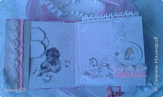 Этот Фотоальбом делала в подарок для малышки Кристины. Обложка из бумаги. Практически это работа одной ночи, поэтому не все получилось гладко. Хотелось бы получить мнение и советы мастериц. фото 2